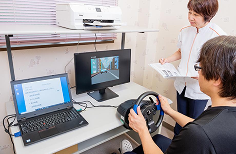 簡易自動車運転シュミレーター(SIDS)を使ったイメージ写真